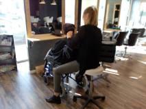 Aller au coiffeur, Adeline, 35 ans ( roubles envahissant du developpement))