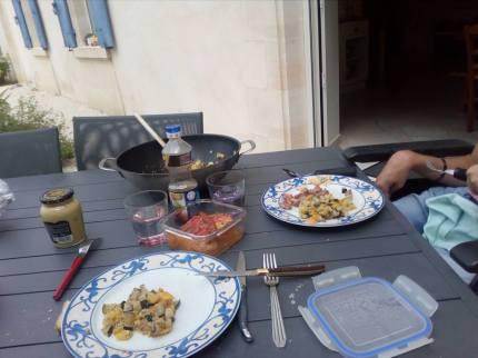Stimuler l'autonomie lors d'un moment repas, Thomas, 19 ans ( infirmité moteur cérébrale, aveugle)